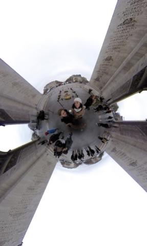 Sous l'Arc De Triomphe à 360°